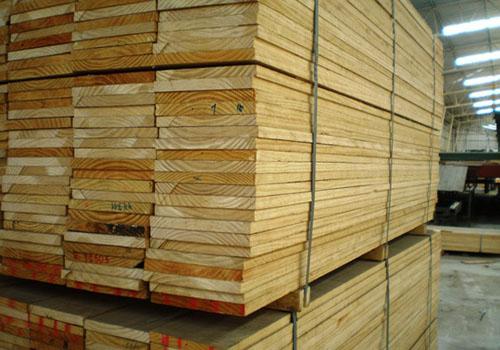 Bảng giá gỗ thông có được công khai không?